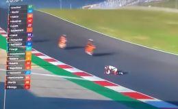 MotoGP: Arrodillado en plena pista